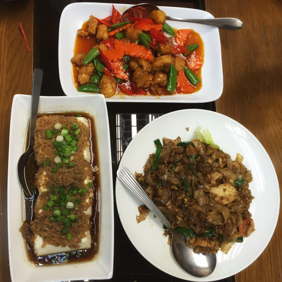 minced prawnes and tofu, sweet & sour pork, sweet & sour prawns & fish